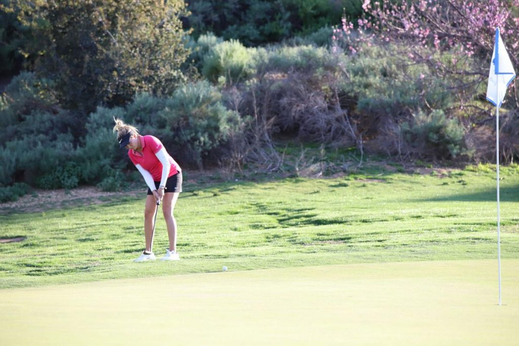 Jillian Hollis putts at last year's Symetra Tour